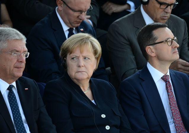 Stanisław Karczewski, Angela Merkel i Mateusz Morawiecki na uroczystości z okazji 80. rocznicy wybuchu II wojny światowej w Warszawie