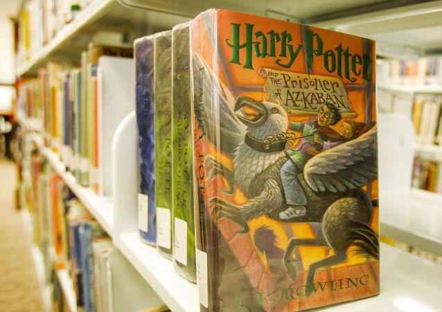 """Książki z cyklu """"Harry Potter"""""""