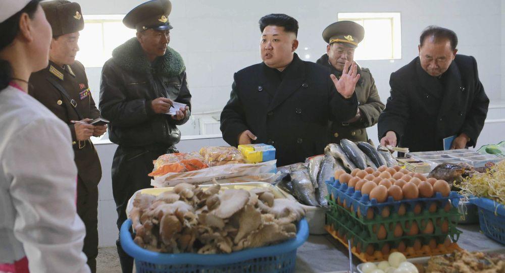 Przywódca Korei Północnej Kim Dzong Un podczas inspekcji wojskowej