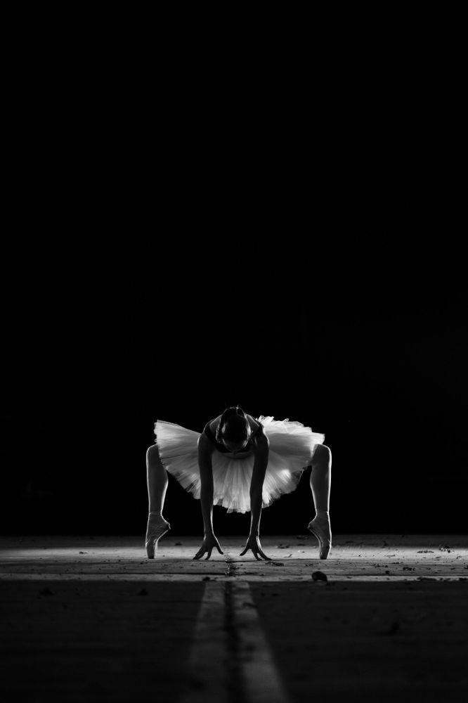 """Zdjęcie """"Dancer"""" greckiego fotografa Markellosa Plakitsisa na konkursie fotograficznym AGORA Awards 2019."""