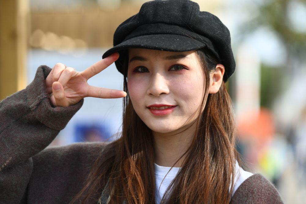 Dziewczyna na festiwalu chińskiej kultury w moskiewskim kompleksie wystawowym WDNCh