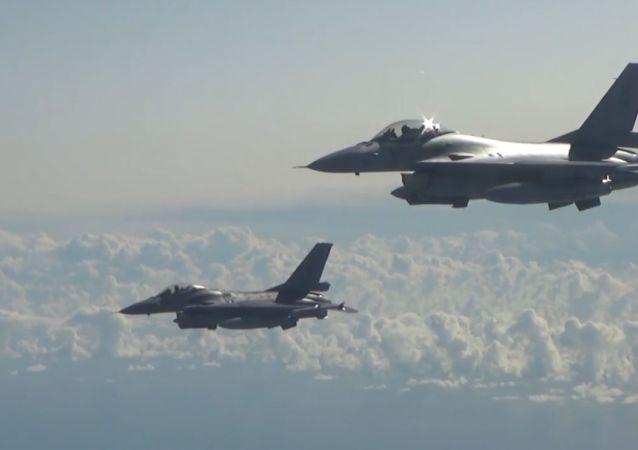 Belgijskie F-16 eskortowały rosyjskie Tu-160 i Su-27 nad Bałtykiem
