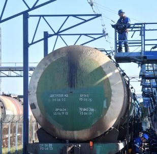 Cysterna kolejowa w terminale spółki Gazpromnieft w Petersburgu