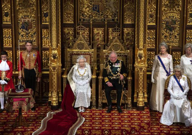 Elżbieta II orwarcie parlament