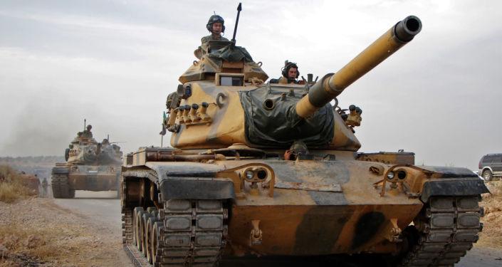 Tureccy żołnierze na amerykańskich czołgach M60 w syryjskim mieście Tukhar