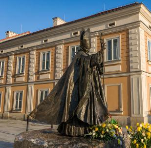 Pomnik JP II w Wadowicach