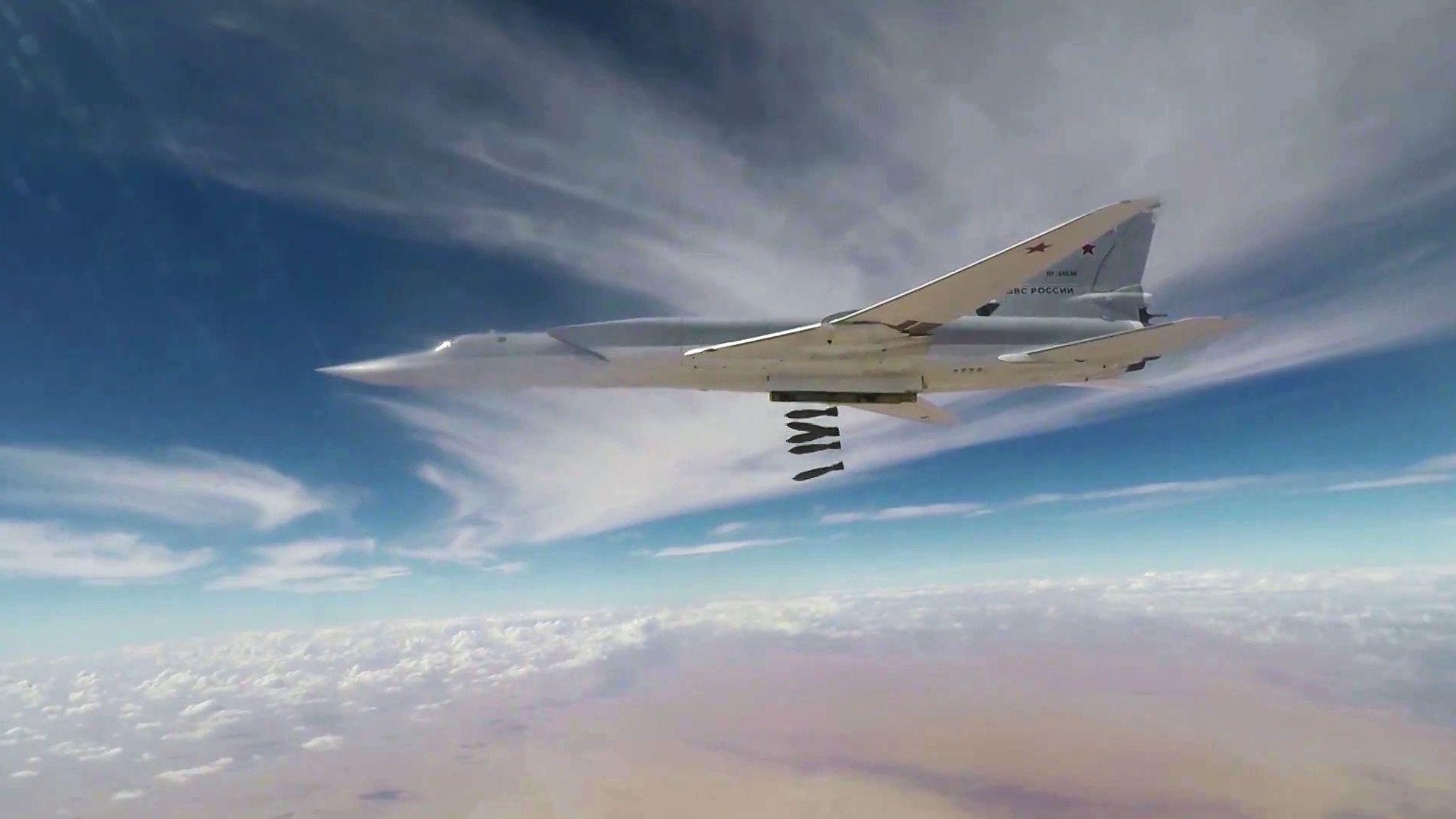 Bombowiec Tu-22M3 atakuje terrorystów