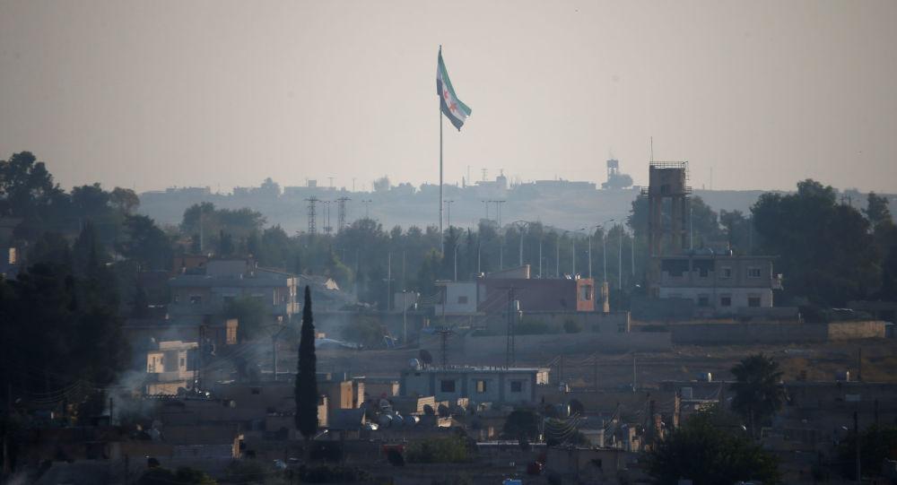 Syryjska flaga nad Tall Abjad
