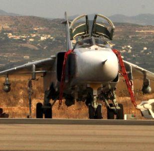 Rosyjskie samoloty Su-24 na lotnisku w pobliżu Latakii, Syria