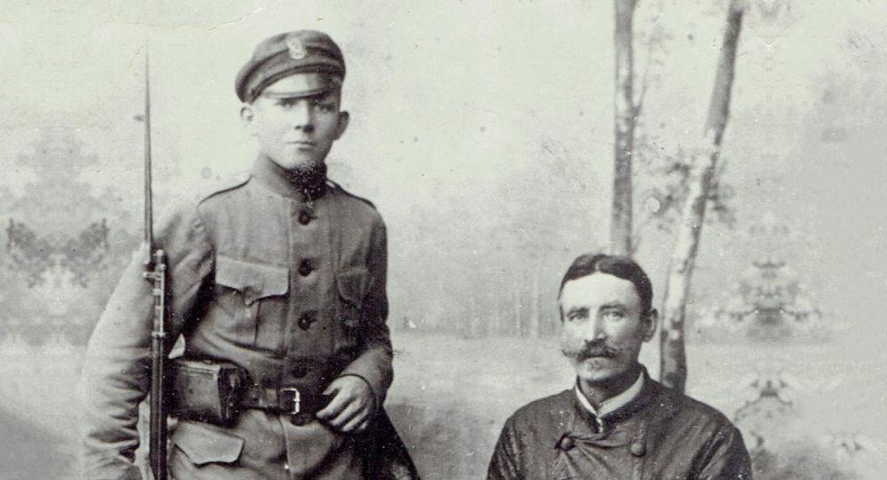 Aleksander Ancewicz z ojcem