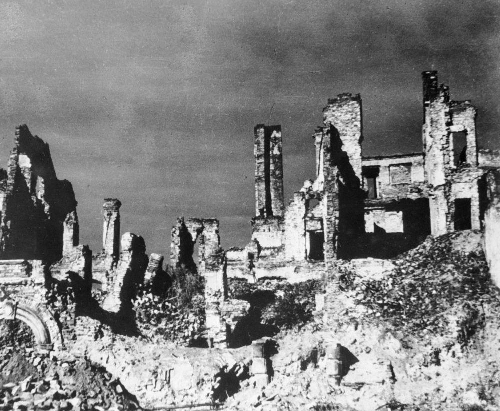 Zniszczone domy w Warszawie, 1944 rok