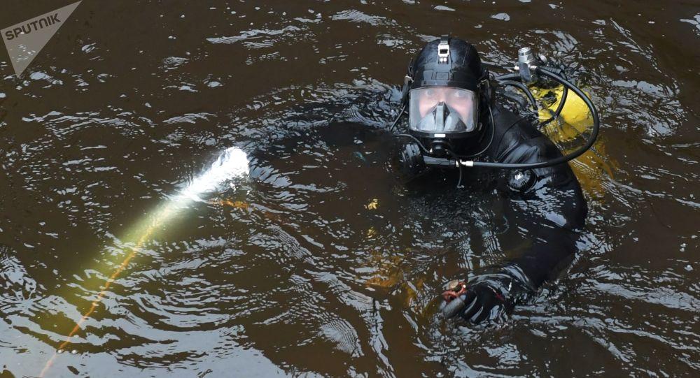 Nurkowie w poszukiwaniu fragmentów ciała zamordowanej w Petersburgu studentki