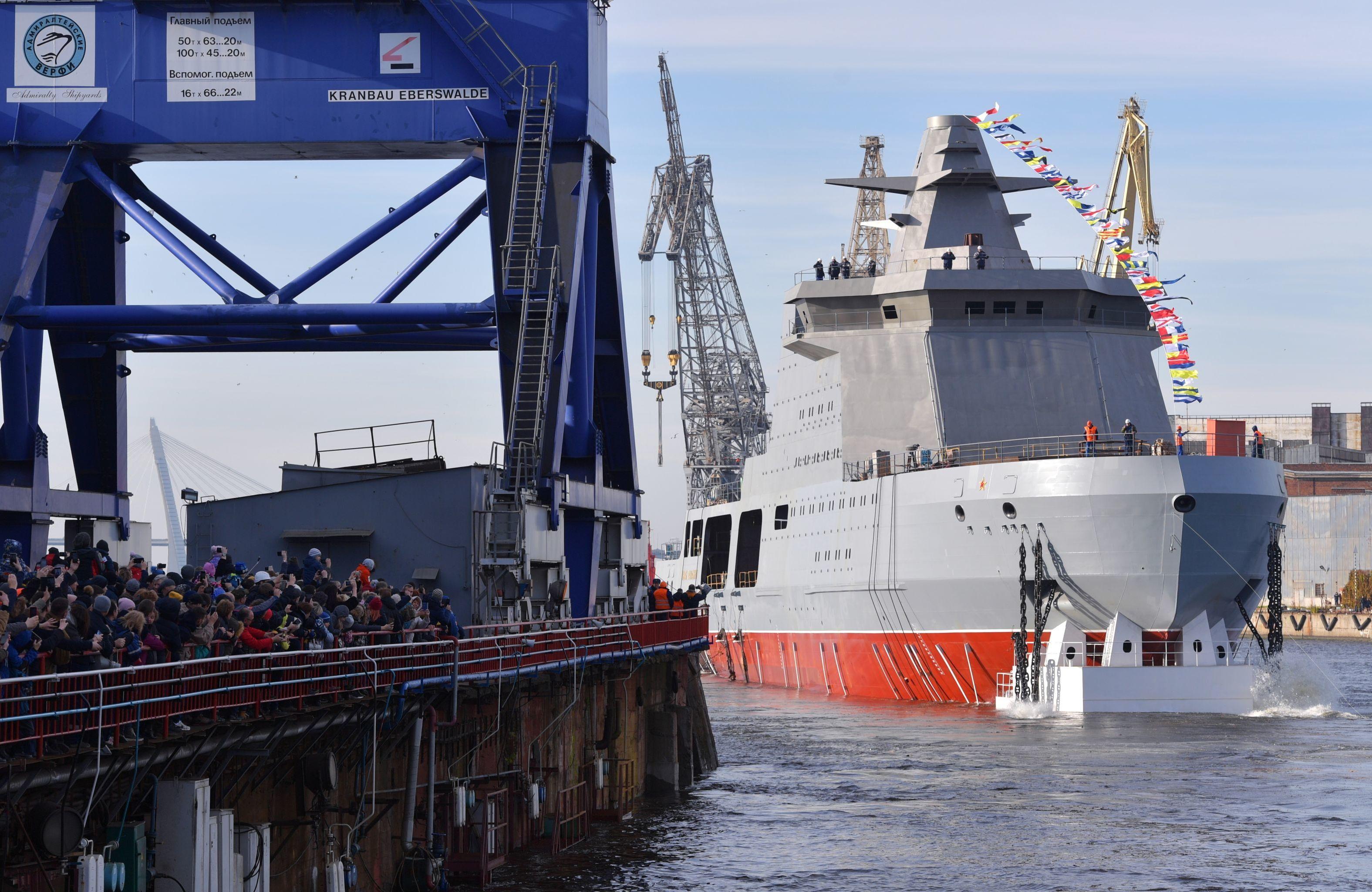 Wodowanie okrętu Iwan Papanin w Petersburgu