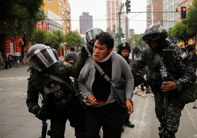 Zwolennik Evo Morales, zatrymany przez boliwijską policję w czasie protestów