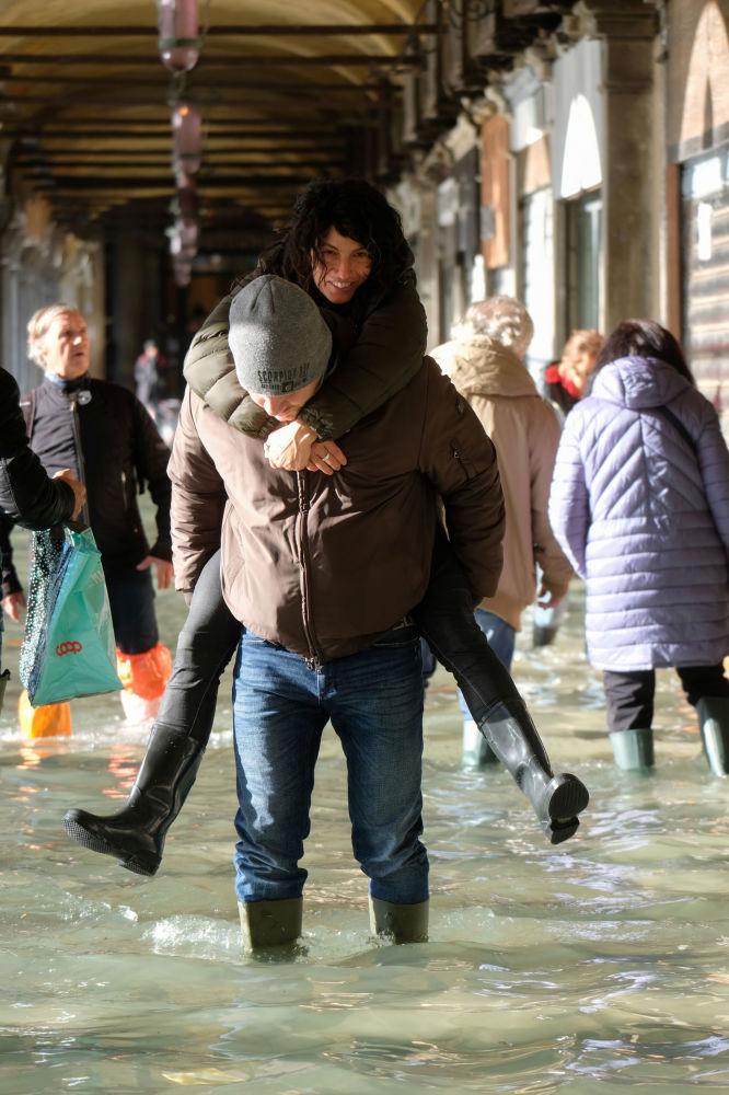 Turyści na Placu św. Marka w Wenecji
