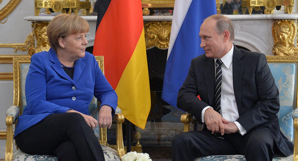 Kanclerz Niemiec Angela Merkel i prezydent Rosji Władimir Putin na spotkaniu normandzkiej czwórki w Paryżu.