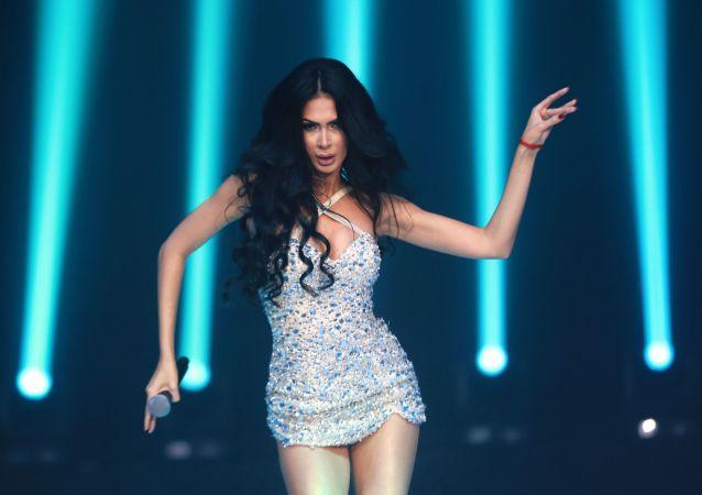 Występ piosenkarki Egine podczas finału międzynarodowego konkursu Miss Fashion 2019  GODDESS OF THE UNIVERSE w Moskwie