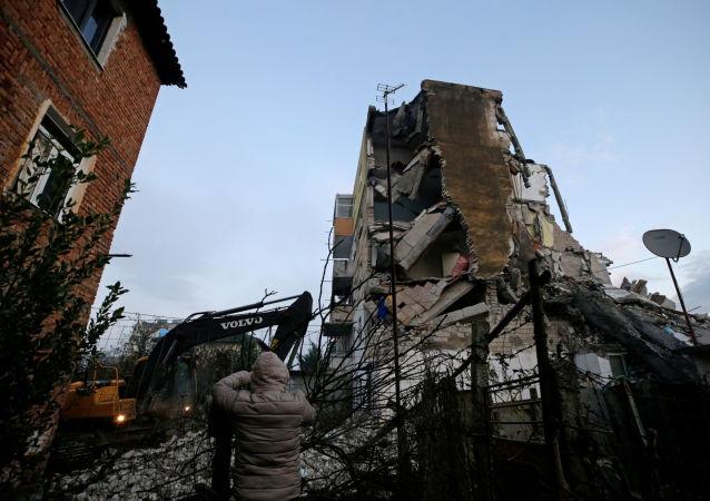 Skutki trzęsienia ziemi w Albanii