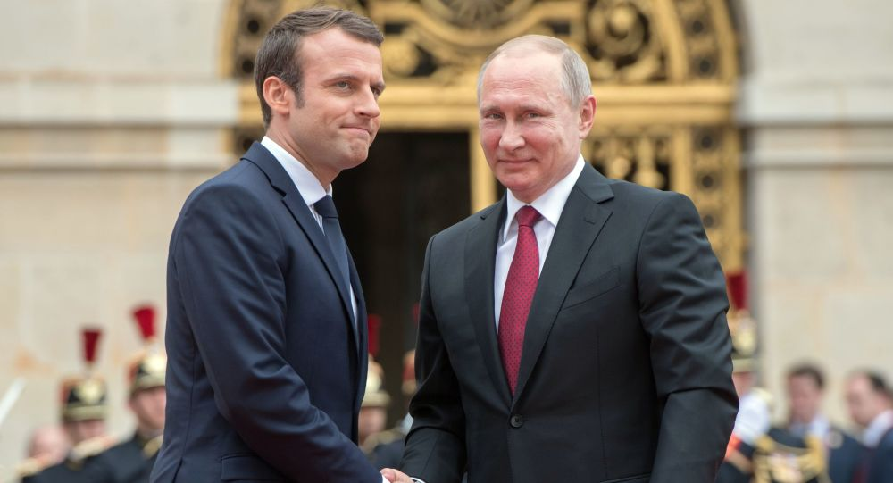 Prezydent Rosji Władimir Putin i prezydent Francji Emmanuel Macron