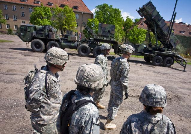 Amerykańscy żołnierze w bazie wojskowej w Polsce