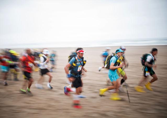 Jeden z najbardziej wyczerpujących zawodów wytrzymałościowych na świecie Half Marathon Des Sables Ica Desert-Peru