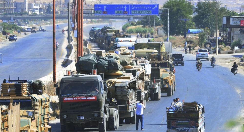 Kolumna samochodów Sił Zbrojnych Turcji w prowincji Idlib, Syria