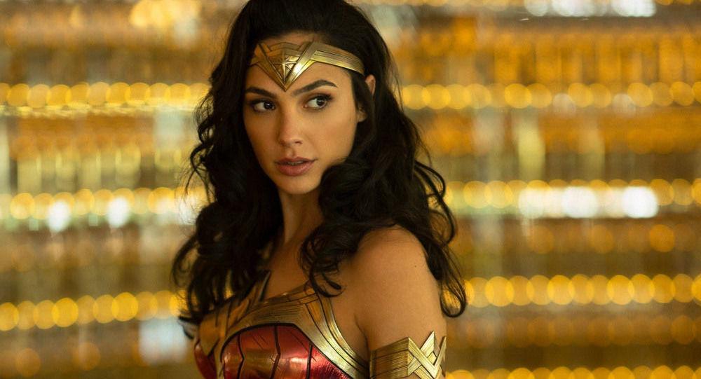 """Kadr z filmu """"Wonder Woman: 1984"""" z Gal Gadot w roli głównej"""