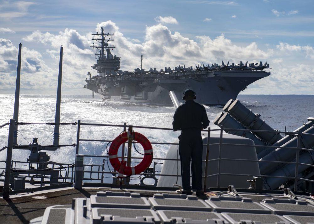 Amerykańskie lotniskowce USS Ronald Reagan i USS Chancellorsville