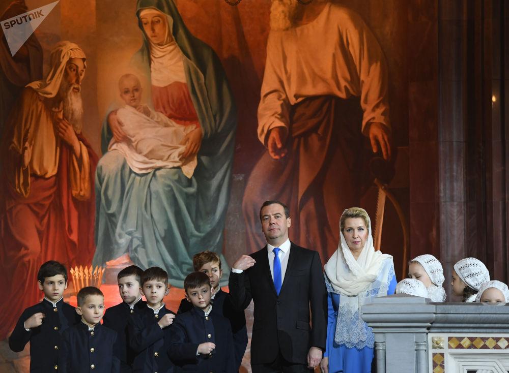 Premier Rosji Dmitrij Miedwiediew z żoną Swietłaną Miedwiediewą w czasie liturgii bożonarodzeniowej w Soborze Chrystusa Zbawiciela w Moskwie.
