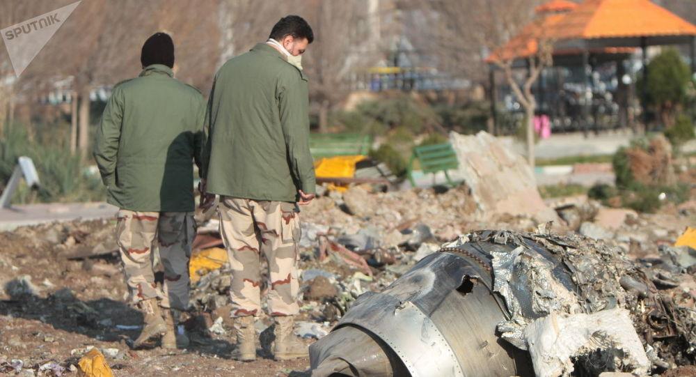 Na miejscu katastrofy samolotu pasażerskiego Boeing 737-800 Ukrainy