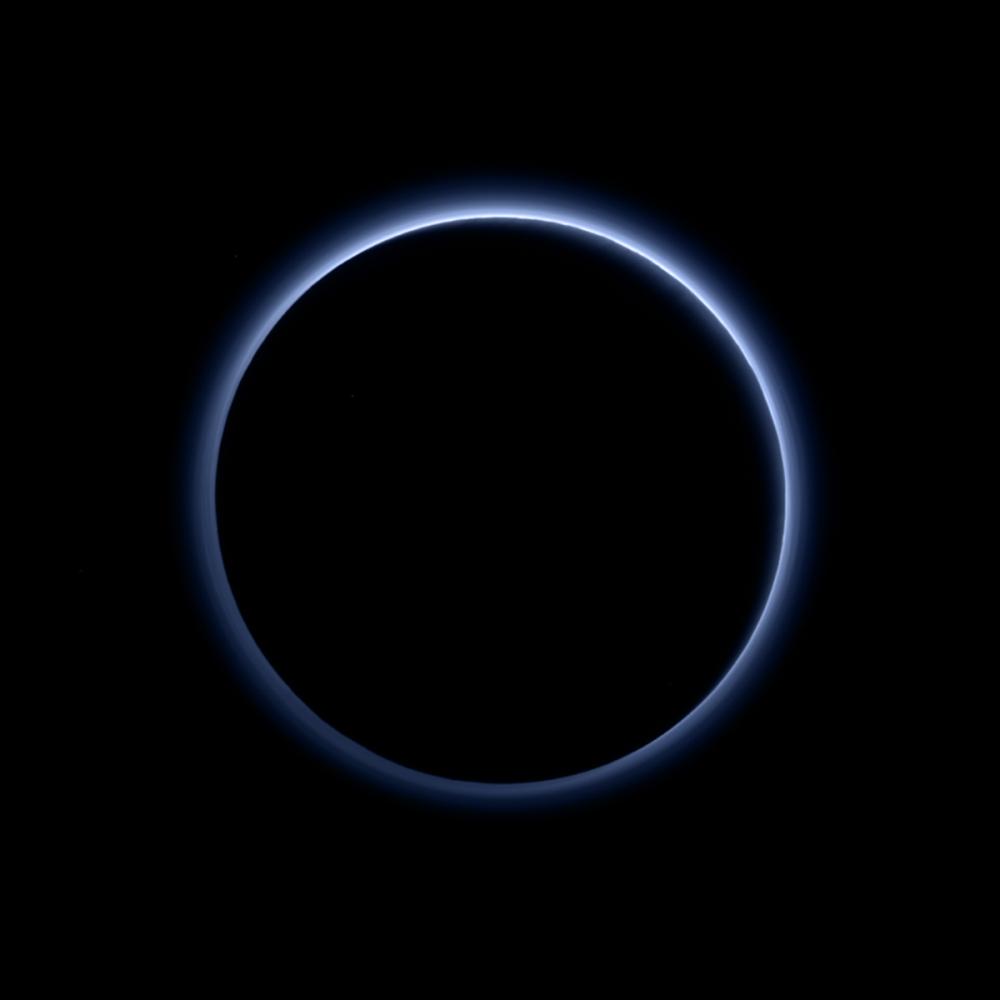 Zamglenie Plutona niebieskiego koloru