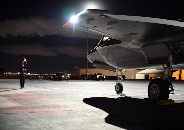 Amerykański niszczyciel F-35A Lightning II