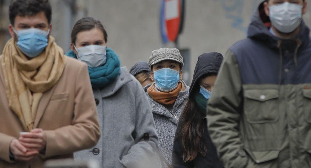 Ludzie w maskach ochronnych, Rumunia