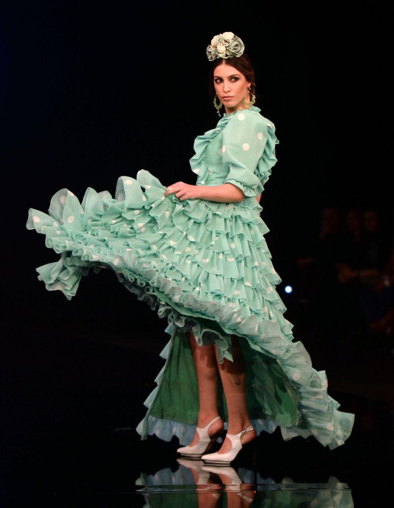 Modelka w kreacji projektantki Carmen Raimundo podczas Międzynarodowego Pokazu Flamenco Fashion Show