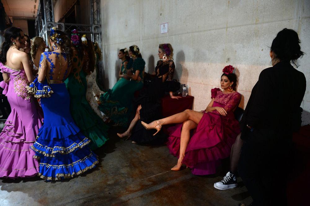 Modelki za kulisami Międzynarodowego Pokazu Flamenco Fashion Show