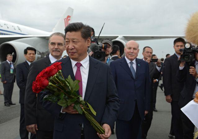 Ceremonia powitania przewodniczącego Chińskiej Republiki Ludowej Xi Jinpinga na lotnisku w Ufie