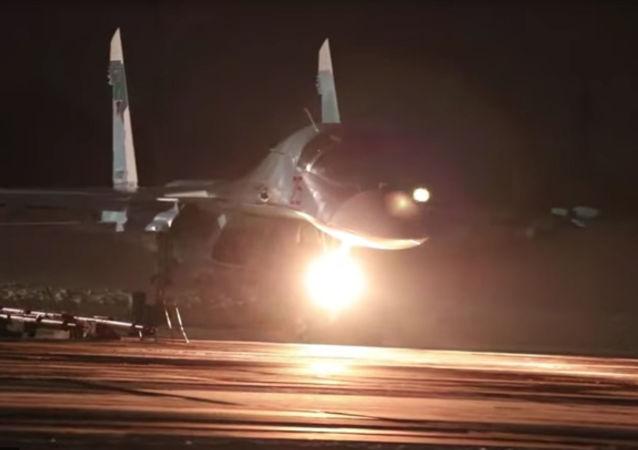 Nocne loty załóg Su-34 w trudnych warunkach pogodowych w obwodzie czelabińskim
