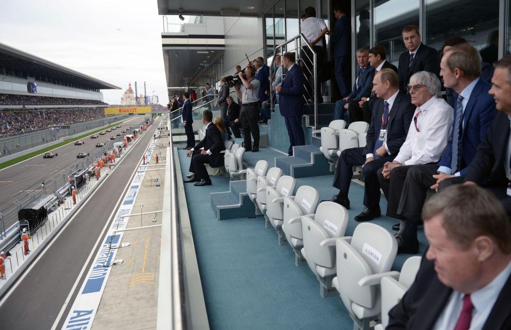 Prezydent Rosji Władimir Putin uzgodnił z prezydentem Formuły 1 Bernie Ecclestone, że wyścig o Grand Prix Rosji w Soczi w czasem będzie się obywał w nocy.