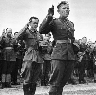 Polscy oficerowie i żołnierze z dywizji im. Tadeusza Kościuszki składają przysięgę