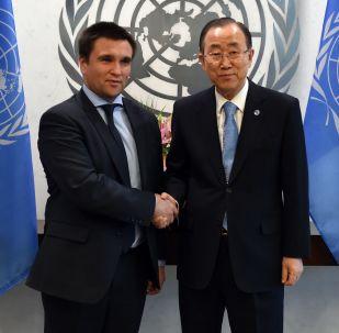 Sekretarz generalny ONZ Ban Ki-moon i ministr spraw zagranicznych Ukrainy Pawło Klimkin w Nowym Jorku