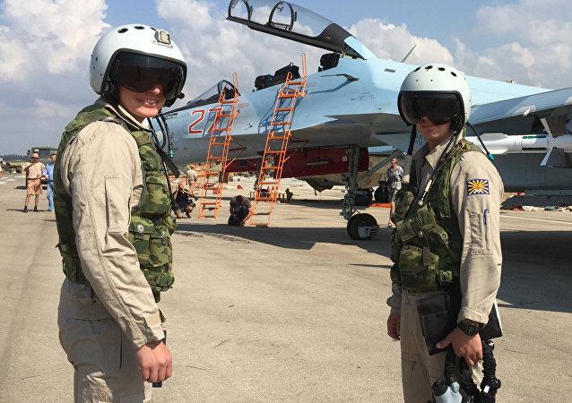 Rosyjscy wojskowi na lotnisku Hmeymim, Syria