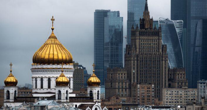 Katedra Chrystusa Zbawiciela, budynek Ministerstwa Spraw Zagranicznych Federacji Rosyjskiej i Moskiewskie Międzynarodowe Centrum Biznesowe Moscow City
