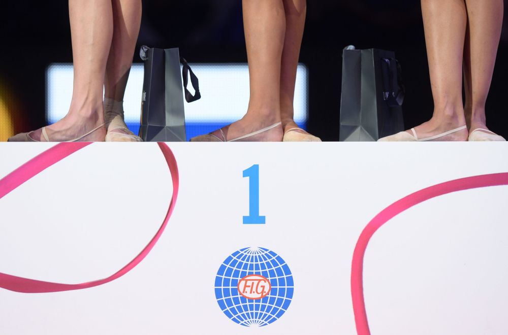 Aleksandra Sołdatowa, Jana Kudrjawcewa i Margarita Mamun podczas Mistrzostw Świata w gimnastyce artystycznej w Stuttgarcie