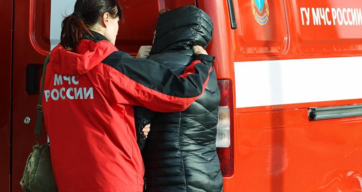 Rodziny ofiar katastrofy rosyjskiego samolotu pasażerskiego Airbus A321 na lotnisku Pułkowo w Petersburgu