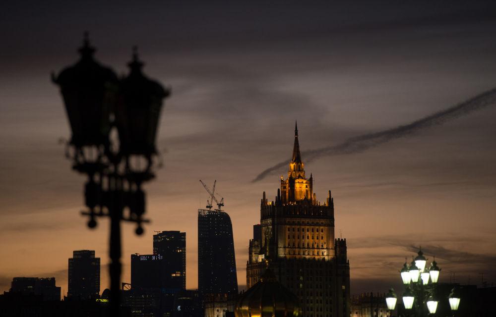 Widok na gmach Ministerstwa Spraw Zagranicznych w Moskwie