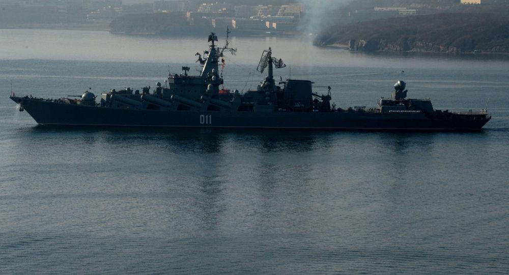 Krążownik rakietowy Wariag w cieśninie Bosfor Wschodni