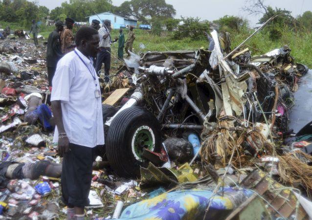 Fragmenty samolotu transportowego An-12 w Sudanie Południowym