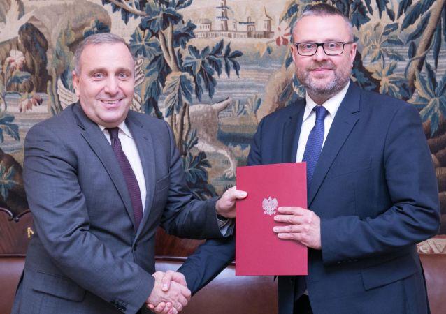 Szef MSZ Polski Grzegorz Schetyna i nowy ambasador RP na Ukrainie Marcin Wojciechowski