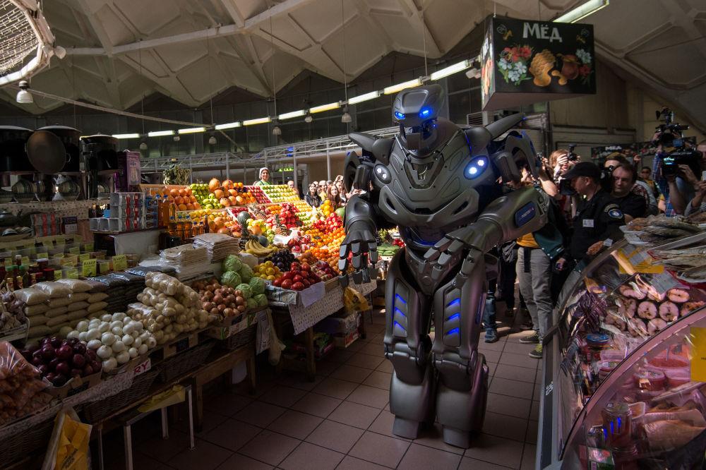 Robot Titan na Targu Daniłowskim
