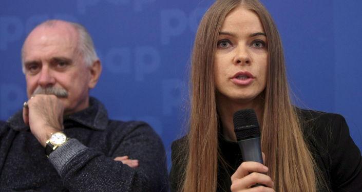Rosyjski reżyser Nikita Michałkow i dyrektor festiwalu filmów rosyjskich Sputnik nad Polską Małgorzata Szlagowska-Skulska
